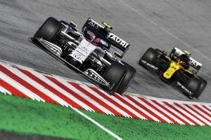 Pierre Gasly, AlphaTauri AT01, Esteban Ocon, Renault F1 Team R.S.20