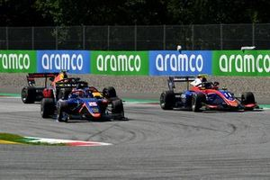 Clement Novalak, Carlin, leads Devlin DeFrancesco, Trident, and Liam Lawson, Hitech Grand Prix