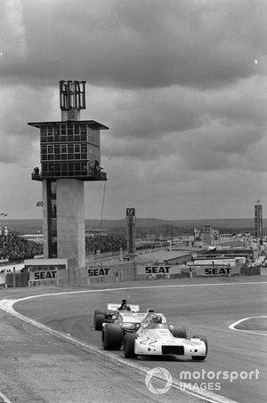 Wilson Fittipaldi, Brabham BT33 Ford devant Carlos Pace, March 711 Ford