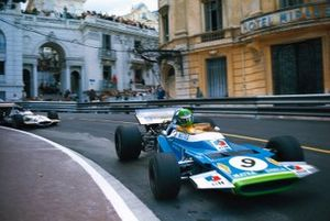 Henri Pescarolo, Matra MS120 leads Pedro Rodriguez, BRM P153