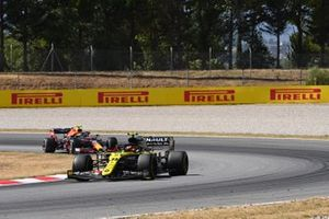 Esteban Ocon, Renault F1 Team R.S.20, leads Alex Albon, Red Bull Racing RB16
