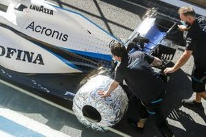 Williams Racing mechanics pushing the car of George Russell, Williams FW43 in the pit lane