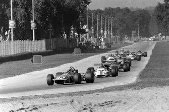 Jackie Stewart, March 701 Ford en Jackie Oliver, BRM P153
