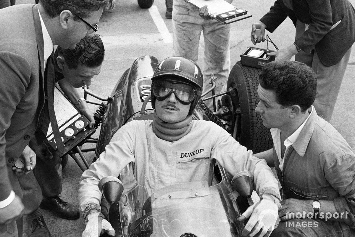 …уступив три десятых лидеру сезона – Грэму Хиллу на BRM. После недавней аварии в Снеттертоне тот был вынужден носить специальный поддерживающий голову бандаж. Несмотря на это у своего главного соперника в общем зачете, Джима Кларка из Lotus, британец выиграл четыре десятых