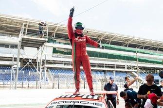 Miguel Paludo comemora vitória em Interlagos