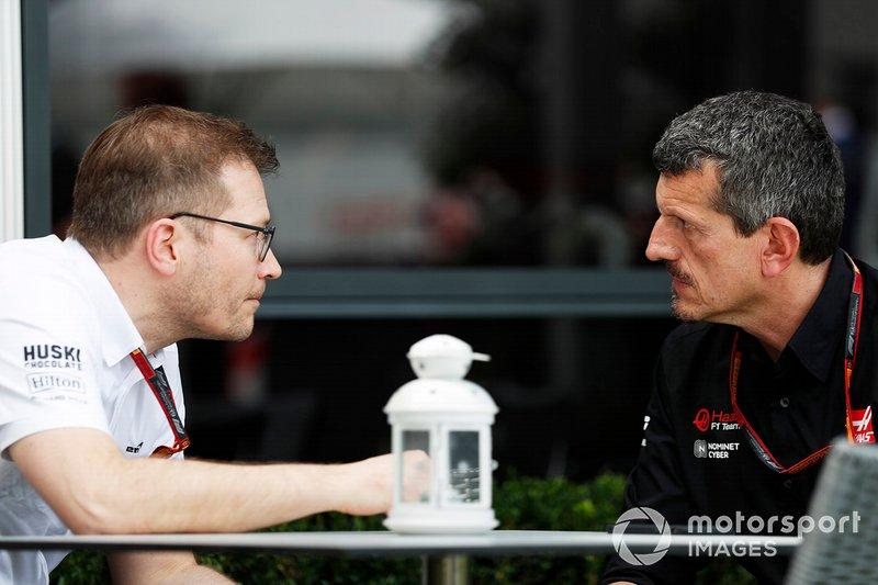 Andreas Seidl, Team Principal, McLaren, e Guenther Steiner, Team Principal, Haas F1 Team