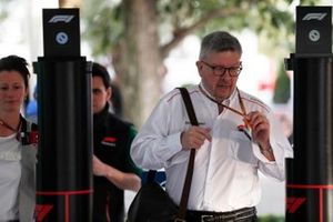 Ross Brawn, Managing Director of Motorsports, FOM, arriva nel paddock