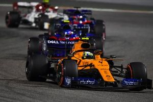Lando Norris, McLaren MCL34, leads Alexander Albon, Toro Rosso STR14, and Daniil Kvyat, Toro Rosso STR14