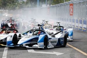 Antonio Felix da Costa, BMW I Andretti Motorsports, BMW iFE.18, Alexander Sims, BMW I Andretti Motorsports, BMW iFE.18, at the start