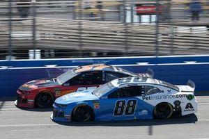 Alex Bowman, Hendrick Motorsports, Chevrolet Camaro Nationwide Pet Insurance Chris Buescher, JTG Daugherty Racing, Chevrolet Camaro Kroger Flavor Fill Up