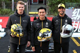 Nico Hulkenberg, Renault F1 Team, Daniel Ricciardo, Renault F1 Team, Guanyu Zhou, Renault F1 Team Test and Development Driver with their helmets