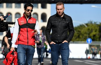 Lucas Di Grassi, Audi Sport ABT Schaeffler, Olympic gold medalist Sir Chris Hoy on a track walk