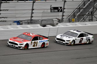 Paul Menard, Wood Brothers Racing, Ford Mustang Motorcraft / Quick Lane Tire & Auto Center and Brad Keselowski, Team Penske, Ford Mustang Miller Lite