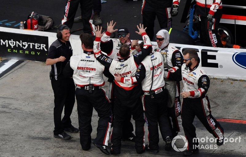 Brad Keselowski, Team Penske, Ford Mustang Reese/DrawTite celebrates his win