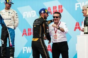 Jean-Eric Vergne, DS TECHEETAH, hugs Alejandro Agag, CEO, Formula E