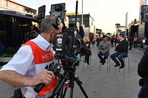 Rachel Brooks, Sky TV, Karun Chandhok, Sky TV en David Croft, Sky TV Commentator