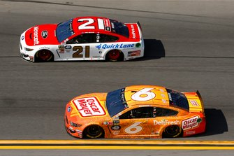 Ryan Newman, Roush Fenway Racing, Ford Mustang Oscar Mayer Deli Fresh and Paul Menard, Wood Brothers Racing, Ford Mustang Motorcraft / Quick Lane Tire & Auto Center