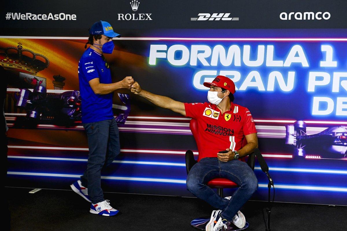 Fernando Alonso, Alpine F1, Carlos Sainz Jr., Ferrari en la conferencia de prensa