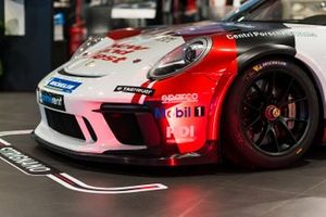 Atmosfera nel garage AB Racing
