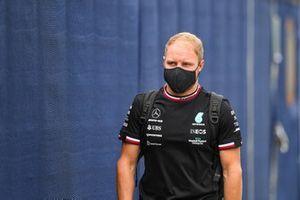 Valtteri Bottas, Mercedes, arrive au circuit