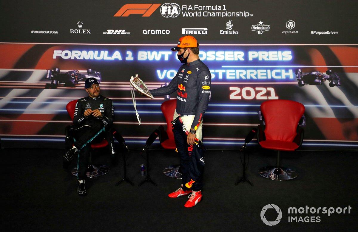 Valtteri Bottas, Mercedes, Max Verstappen, Red Bull Racing, en la conferencia de prensa