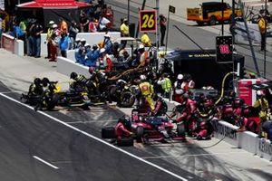 Helio Castroneves, Meyer Shank Racing Honda, Colton Herta, Andretti Autosport Honda pit stops