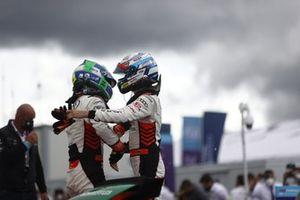 Ganador Lucas Di Grassi, Audi Sport ABT Schaeffler, en Parc Ferme con Rene Rast, Audi Sport ABT Schaeffler,segundo lugar