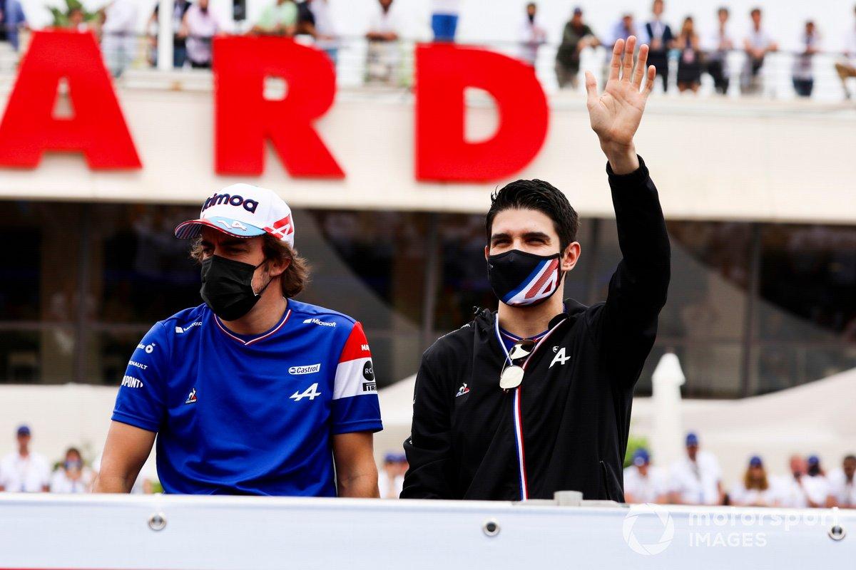 Fernando Alonso, Alpine F1, Esteban Ocon, Alpine F1, en el desfile de pilotos