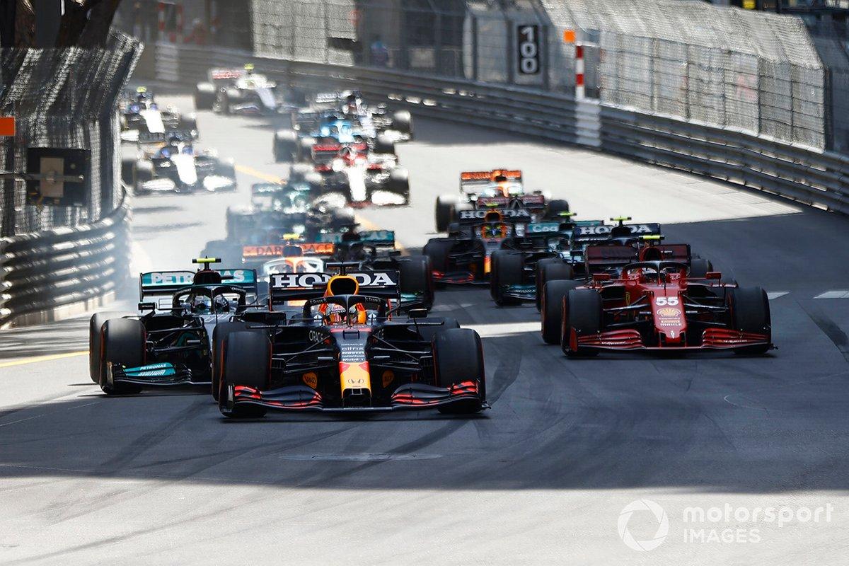 Arrancada Max Verstappen, Red Bull Racing RB16B, líder