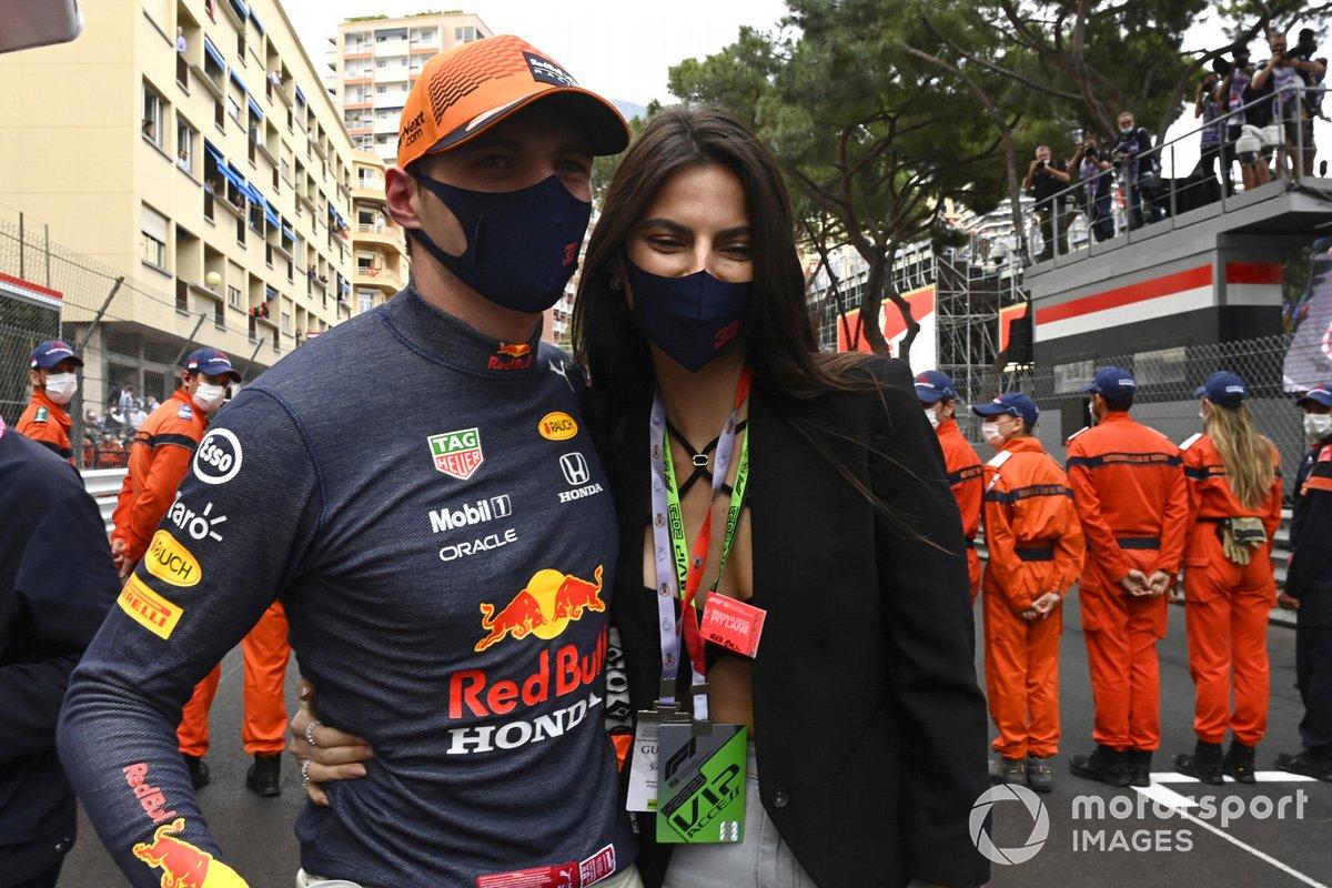 Kelly Piquet novia de Max Verstappen, Red Bull Racing celebran el primer lugar
