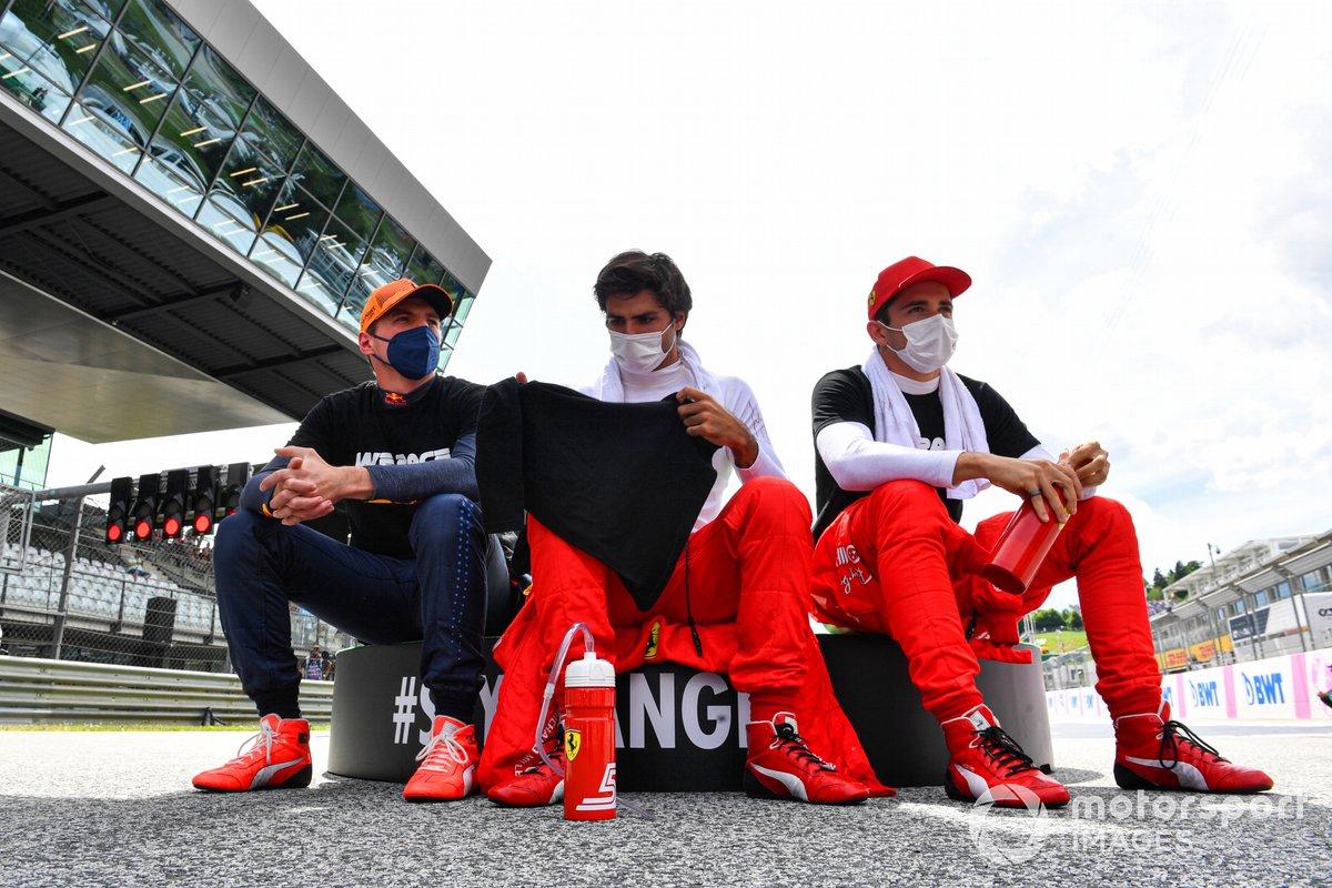 Max Verstappen, Red Bull Racing, Carlos Sainz Jr., Ferrari, Charles Leclerc, Ferrari en la parrilla de salida