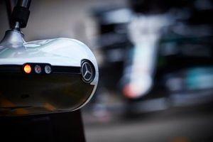 Mercedes-logo in de pits