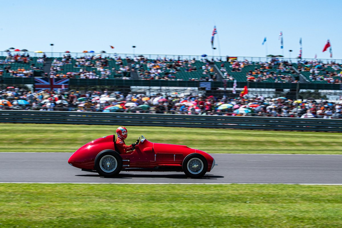 Charles Leclerc en el Ferrari 375 de 1951