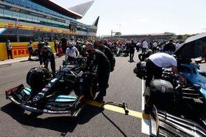 Valtteri Bottas, Mercedes W12, arrives on the grid