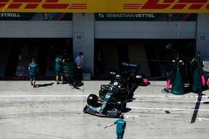 Sebastian Vettel, Aston Martin AMR21, quitte le garage