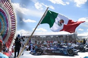 Ganador Edoardo Mortara, Venturi Racing, en Parc Ferme