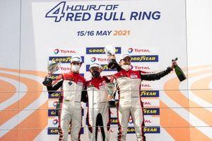 Podium: #88 AF Corse Ferrari F488 GTE Evo: François Perrodo, Alessio Rovera, Emmanuel Collard
