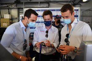 Daniil Kvyat, reserve driver, Alpine F1, in the Envision Virgin Racing garage