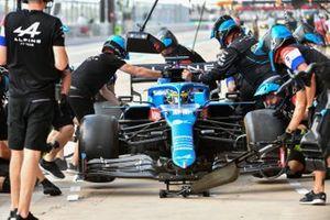 Fernando Alonso, Alpine A521, ai box