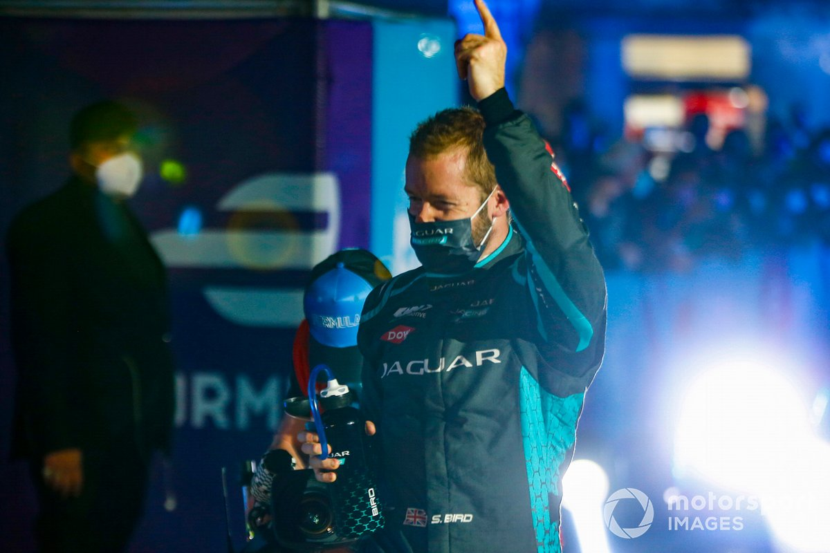 Sam Bird, Panasonic Jaguar Racing, celebra su victoria