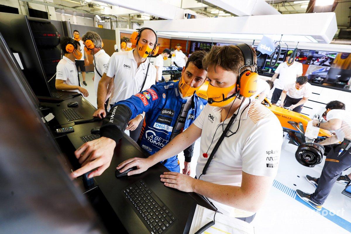 Даниэль Риккардо, McLaren, в боксах