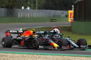 Sergio Perez, Red Bull Racing RB16B, battles with Sebastian Vettel, Aston Martin AMR21