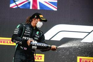 Lewis Hamilton, Mercedes, 2nd position, sprays Champagne
