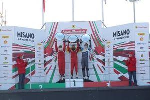 Podio classe AM: primo posto Michael Simoncic, Baron Motorsport, secondo posto Alex Fox, SF Grand Est Mulhouse e a terzo posto Matus Vyboh, Scuderia Praha