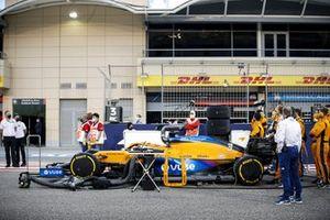 Daniel Ricciardo, McLaren MCL35M, on the grid