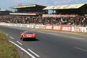 Jean Guichet, Nino Vaccarella, Scuderia Ferrari, Ferrari 275P