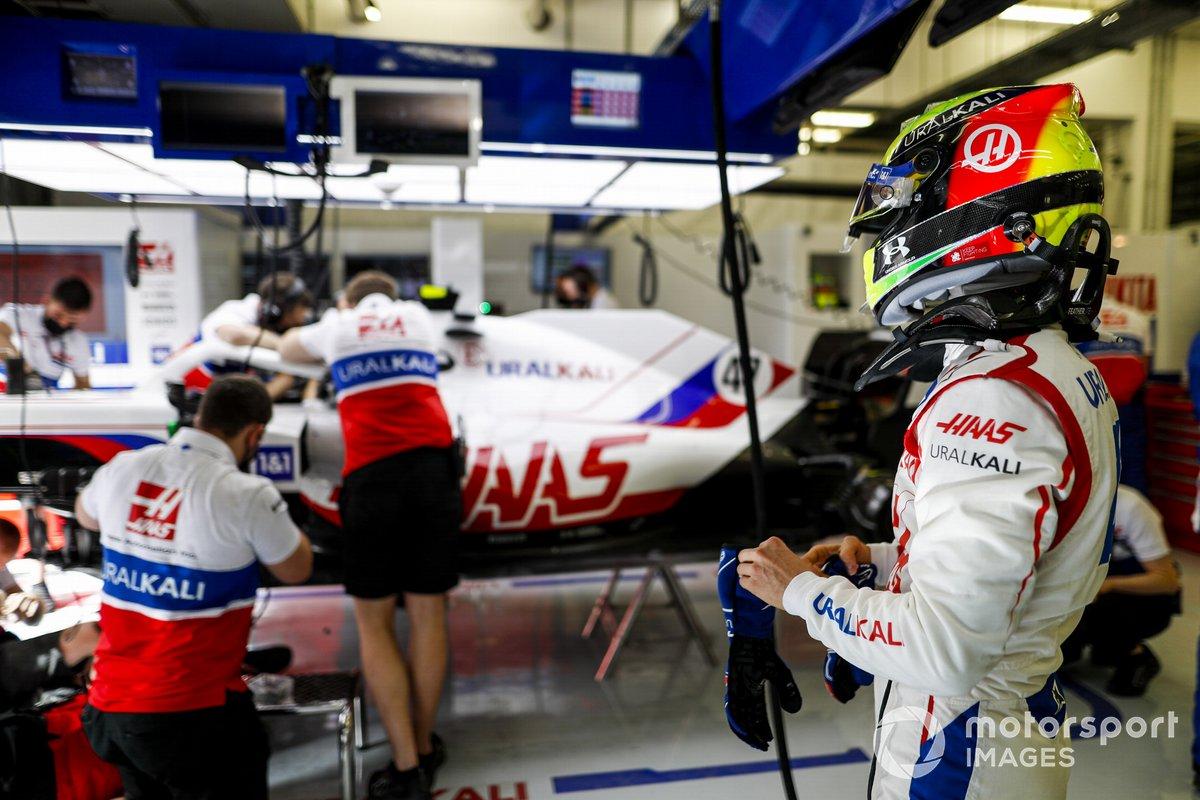 Mick Schumacher, Haas F1 in garage