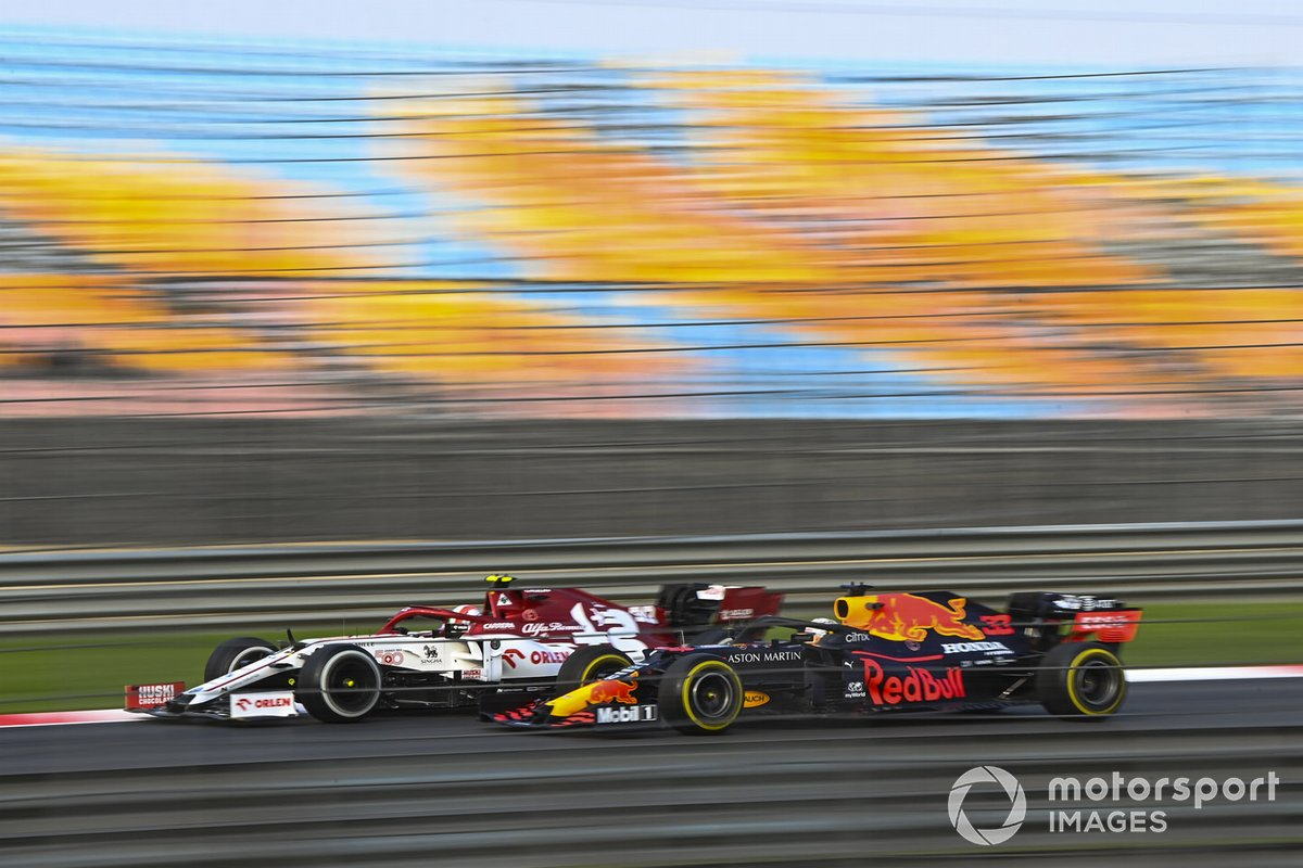 Antonio Giovinazzi, Alfa Romeo Racing C39, Max Verstappen, Red Bull Racing RB16
