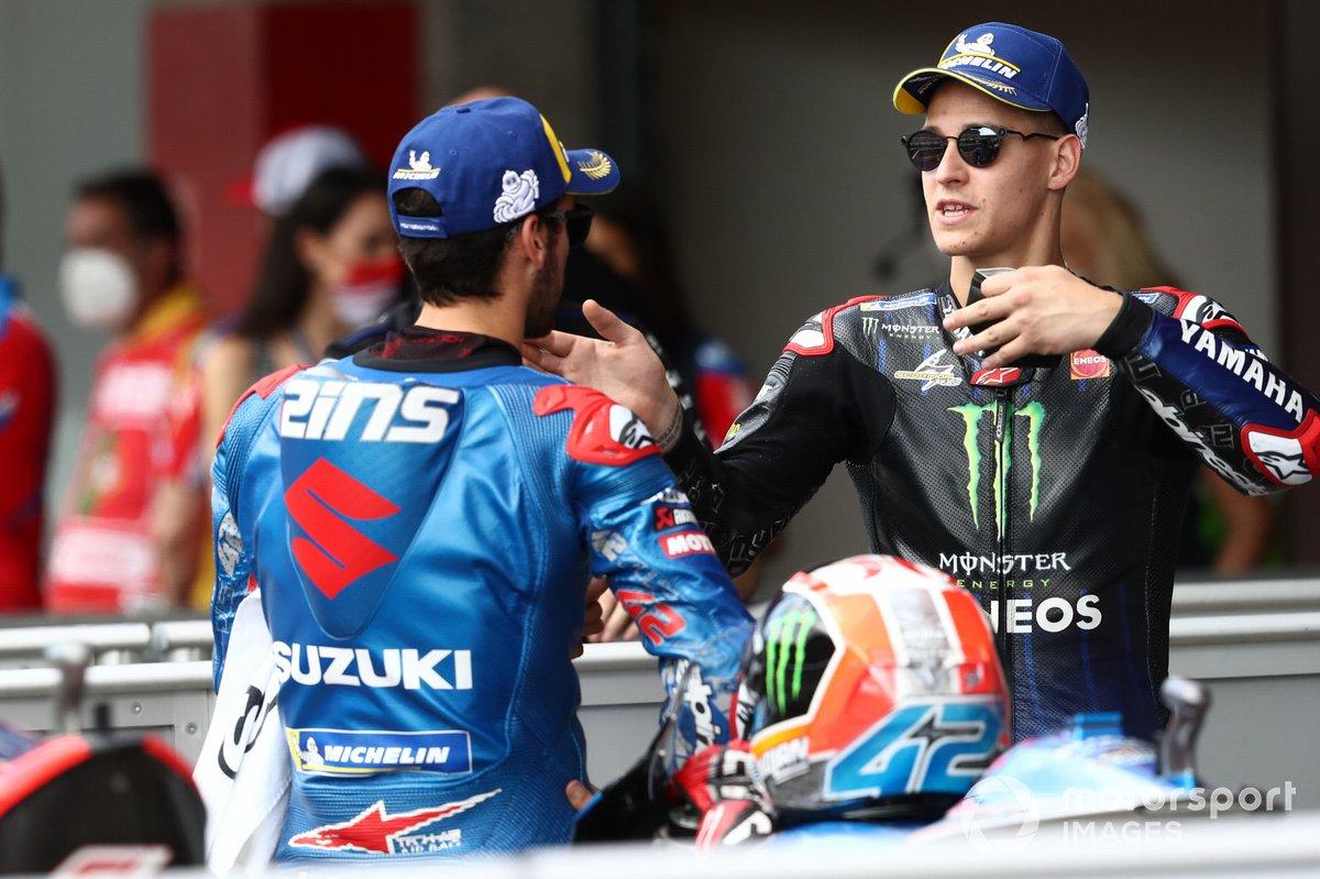 Fabio Quartararo, Yamaha Factory Racing, Alex Rins, Team Suzuki MotoGP parc ferme