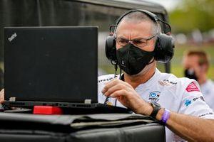 Felix Rosenqvist, Arrow McLaren SP Chevrolet, crew member